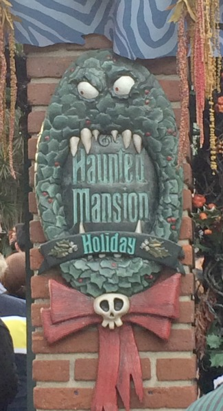 Disney-Holidays-Haunted-Mansion-Holiday