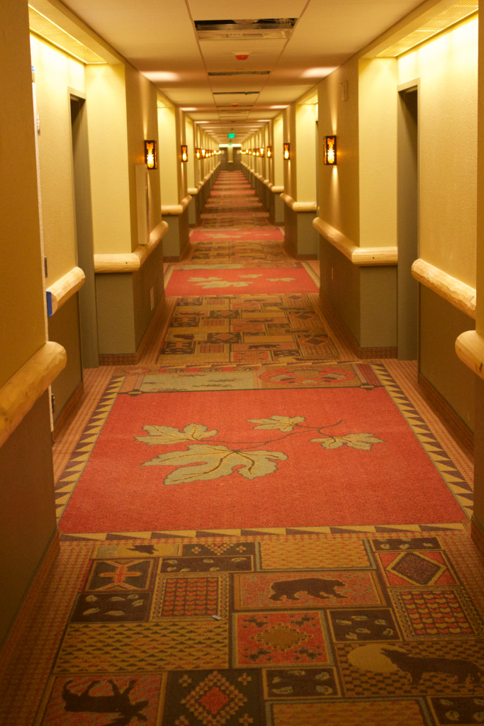 Great-Wolf-Lodge-Southern-California-hallway