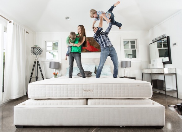 custom-comfort-mattress-holiday-giveaway-family