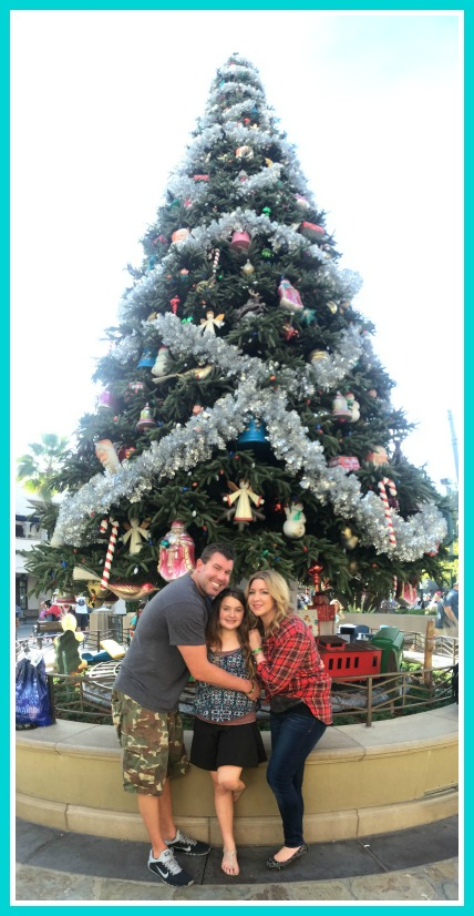 disney-holidays-family-tree-photo