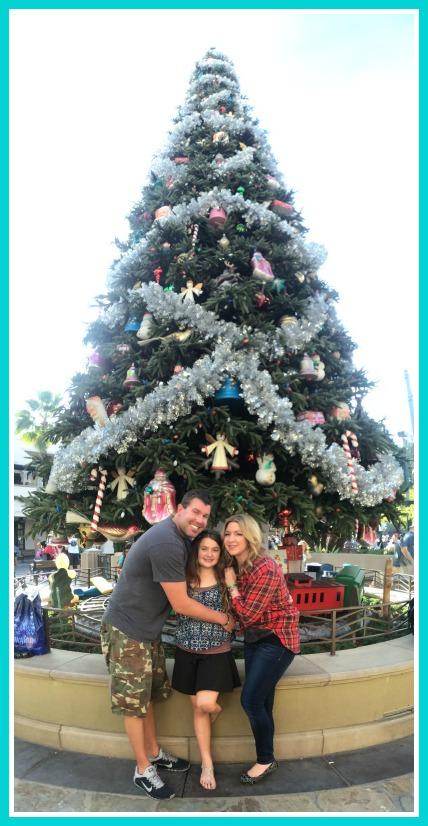 disney-holidays-family-tree-photo