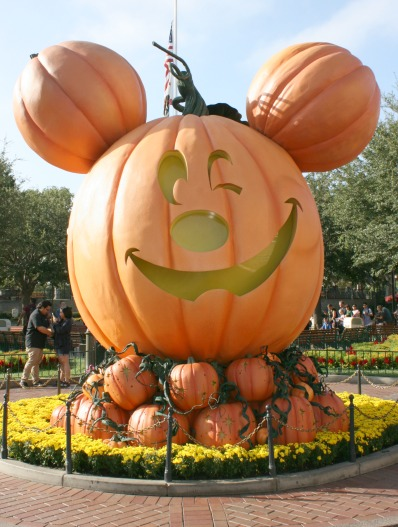 halloween-time-at-disneyland-resort-giant-mickey-pumpkin