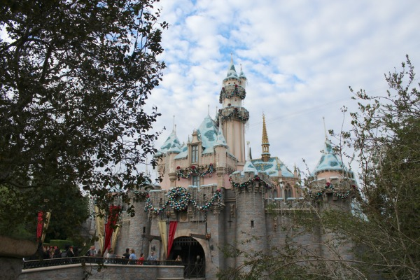disneyland-holidays-castle-day