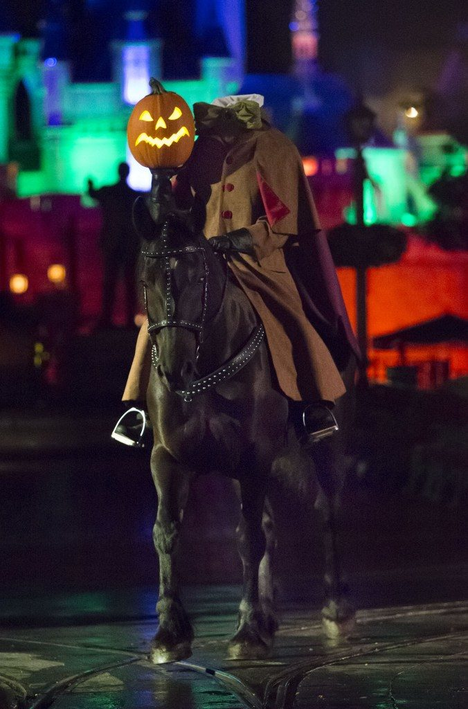 mickeys-halloween-party-headless-horseman