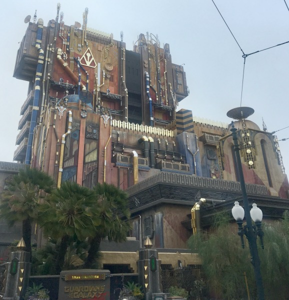 guardians-of-the-galaxy-mission-breakout-outside
