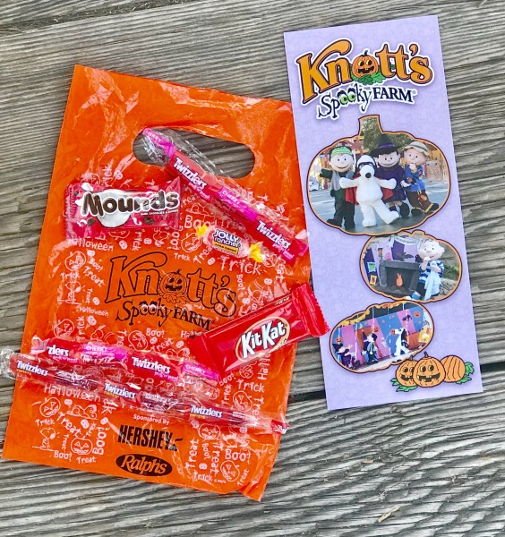 knotts-spooky-farm-treat-bag-2017
