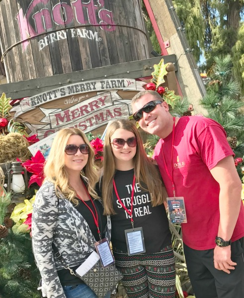 knotts-merry-farm-family-2