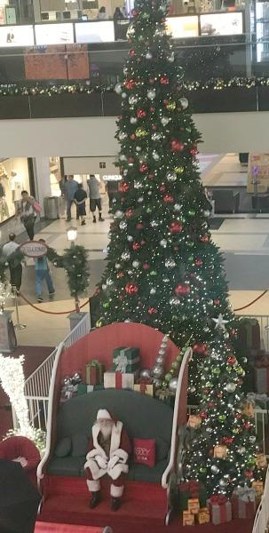 brea-mall-holiday-gift-guide-santa