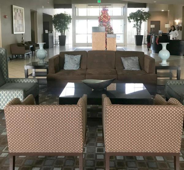 holiday-inn-ontario-airport-lobby